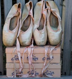 How cool are these #OldSchool #CAPEZIO pointe shoes?! #TBT #Obsessed