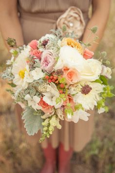 A new charity that donates wedding flowers to hospitals and hospices. http://applebrides.com/2013/11/14/the-full-bloom-spokane/