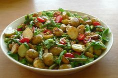 A fresh & healthy take on a spring & summer side dish: my roasted potato & asparagus salad ! Roasted Potato Recipes, Roasted Potatoes, Veggie Recipes, Real Food Recipes, Salad Recipes, Healthy Recipes, Yummy Food, Potato Salad With Apples, Healthy Potatoes