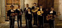 Mariachis la musica mas alegre y por supuesto costumbre mexicana