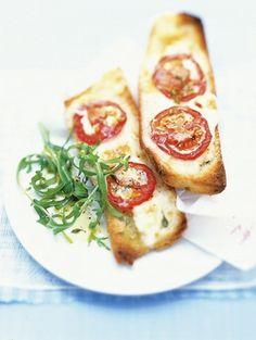 Lekker voor erbij of als lunch of als voorgerecht.. eigenlijk is deze crostini met trostomaat altijd lekker!