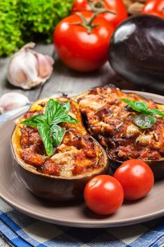 Stuffed eggplant (with vegetables or mixed) - Cuisine - Salad Recipes Healthy Chicken Salad Recipes, Easy Salads, Healthy Salad Recipes, Chicken Salads, Meals No Refrigeration, Vegetarian Snacks, How To Cook Quinoa, No Cook Meals, Camp Meals