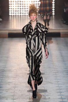 Vivienne Westwood Fall 2014 Ready-to-Wear Runway - Vivienne Westwood Ready-to-Wear Collection