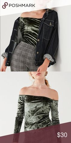 2c9c4ad7c Urban Outfitters | Off-Shoulder velvet top✨ Show off those collar bones in  this