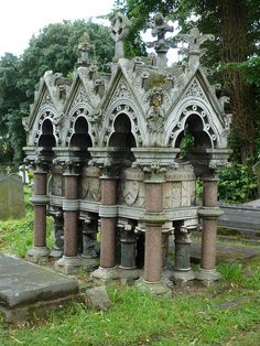 Gothic style tomb in Kensal Green Cemetery, London. Photo by victorianlondon… Cemetery Monuments, Cemetery Statues, Cemetery Headstones, Old Cemeteries, Cemetery Art, Graveyards, Angel Statues, Julius Caesar, Unusual Headstones