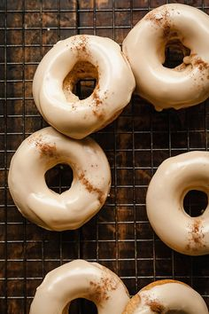 Chai Baked Donuts - A spicy sweet breakfast treat that's perfect for fall! Chai Baked Donuts - A spicy sweet breakfast treat that's perfect for fall! Baked Donut Recipes, Baked Doughnuts, Baking Recipes, Donuts Donuts, Cinnamon Donuts, Delicious Donuts, Delicious Desserts, Yummy Food, Köstliche Desserts