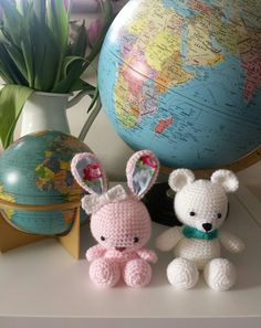 Crochet bunny and teddy amigurumi. Free patterns from craftzine and littlebigfoot