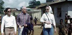 """Pier Paolo Pasolini, Alberto Moravia e Maria Callas in Mali in una foto di Dacia Maraini esposta nella mostra """"Moravia dal mondo intero"""""""