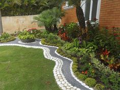 Your backyard and garden deserve just the right amount of attention as your front yard, and you will be amazed to see just how much people care about Outdoor Landscaping, Front Yard Landscaping, Small Gardens, Outdoor Gardens, Garden Edging, Garden Grass, Dream Garden, Garden Planning, Garden Projects