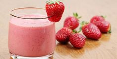 Απολαυστικό, εύκολο και δροσερό ρόφημα, ιδανικό για το καλοκαίρι!Υλικά για 2 άτομα250 γραμ. φράουλες1 κ. σ. ψιλή ζάχαρη300 ml, κρύο γάλαΕκτέλεση