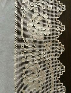 This Pin was discovered by Öze Filet Crochet, Crochet Borders, Crochet Stitches, Crochet Placemats, Crochet Table Runner, Love Crochet, Crochet Lace, Crochet Designs, Crochet Patterns