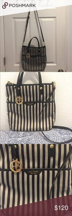 Henri Bendel bag Beautiful Henry Bendel bag in great condition! Give it a new home! Bags Shoulder Bags