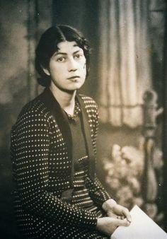 Frida Knight. Militante communiste britannique, brigadiste, conductrice d'ambulance de 1936 à 1938.