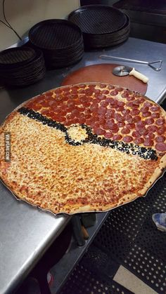 Big pizza (we call them King Kongs) ordered for a Pokemon themed birthday party today. 6th Birthday Parties, Birthday Fun, Birthday Ideas, Themed Parties, Festa Pokemon Go, Pokemon Themed Party, Pokemon Birthday Cake, Good Food, Yummy Food
