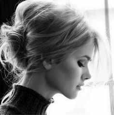 Messy chignon hair Beauty Tutorials: Hair tutorials love her hair Hair Weekend Hair, Hair Day, Bon Weekend, Night Hair, Nice Weekend, Casual Weekend, Messy Hairstyles, Pretty Hairstyles, Chignon Hairstyle