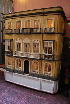 La Pajareta: Museo Casa de Muñecas en Málaga. Es una réplica de una Casa-Palacio, situada en la calle Ancha en Cádiz