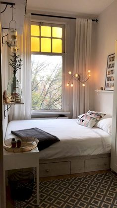 50 Stunning Small Apartment Bedroom Design Ideas and Decor Quartos . - 50 Stunning Small Apartment Bedroom Design Ideas and Decor Quartos pequenos - # Small Bedroom Ideas On A Budget, Small Bedroom Designs, Budget Bedroom, Narrow Bedroom Ideas, Small Bedroom Inspiration, Decorating Small Bedrooms, Interior Design Small Bedroom, Square Bedroom Ideas, Decorating Small Apartments