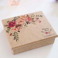 Romance+-+Caixa+de+madeira+-+Pequena+15x13+-+Produto: Caixa+personalizada. Valor+unitário.Onde+usar? Usado+para+presentear.+Veja+as+medidas+antes+de+comprar+os+produtos+para+colocar+na+caixa+e+presentear.Enviamos+apenas+a+caixa,+sem+produtos+inclusos.Acabamento/cor: A+caixa+é+de+madeira+com+estampa+na+tampa. TAMPA+EXTERNA:+Irá+estampada+(iniciais+ou+nome+dos+noivos+e+data+ou+uma+frase+especial) TAMPA+INTERNA (textos+padronizados,+conforme+lis Wedding Boxes, Wedding Cards, Wedding Gifts, Wedding Invitation Trends, Bridesmaid Gift Boxes, Creative Box, Wooden Gift Boxes, Diy Gift Box, Craft Box