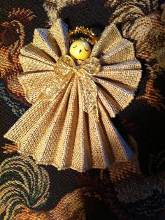 Angel 5 In.Burlap With Gold Bow That Sparkles Handmade Angel Christmas Angel Crafts, Christmas Crafts For Kids To Make, Christmas Ornaments To Make, Angel Ornaments, Handmade Christmas, Primitive Christmas, Holiday Crafts, Christmas Wreaths, Burlap Crafts