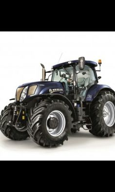 New Holland T7.270 Golden jubilee model calibrating 50 years of Basildon built tractor production. Midnight blue and gold.