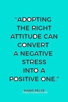 Trade in your negative attitude for a positive mindset. It can transform and change your life for the better. Plus, get 12 FREE Printable Positive Affirmations to help you gain a positive mindset. - Learn how I made it to in one months with e-commerce! Good Quotes, Advice Quotes, Quotes To Live By, Best Quotes, Funny Quotes, Life Quotes, Success Quotes, Favorite Quotes, Living Quotes