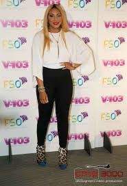 In form-fitting black leggings Tamar Braxton showed fans she's dropping the baby weight at For Sisters Only. Urban Fashion Women, Womens Fashion For Work, Celebrity Style Inspiration, Celeb Style, Fashion Inspiration, Conservative Fashion, Black Celebrities, Celebs, Tamar Braxton
