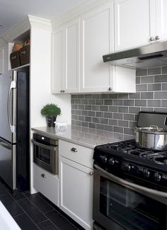 Grey black and white kitchen tiles black and white tile kitchen country strong kitchen black and . grey black and white kitchen tiles white subway Home Kitchens, White Granite Countertops, Kitchen Backsplash Designs, Kitchen Remodel, Kitchen Design, White Modern Kitchen, Kitchen Inspirations, New Kitchen, Kitchen Redo