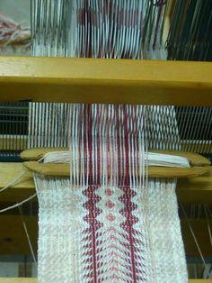Gonit Weaving | tablet-controlled pattern | Mizpe Yonfat, Hazafon, Israel