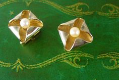 This Unique pair of Gold Filled Faux Pearl Flower Petals Cufflinks would be perfect for most any occasion. They are in good vintage condition and would be so nice as a gift or to wear on that special occasion including a night out on the town. They are medium weight, very good quality and well made. Add that perfect touch of vintage to a classic suit or tuxedo. We dont polish these previously owned well loved pieces so we can keep the original patina. We try and photograph all of the pieces…
