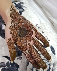 Here are stylish and latest Front Hand Mehndi Designs, Choose the best. Pretty Henna Designs, Henna Tattoo Designs Simple, Mehndi Designs Book, Full Hand Mehndi Designs, Mehndi Designs 2018, Mehndi Designs For Beginners, Modern Mehndi Designs, Mehndi Designs For Girls, Mehndi Design Photos