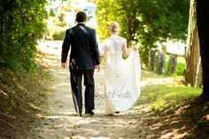 Bride and groom walking away. #Vermont wedding photographer