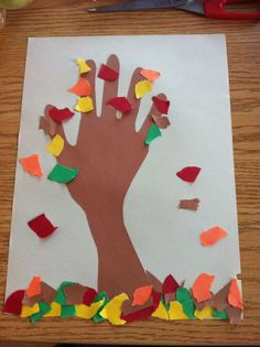 Arbre d'automne - préscolaire Fall Crafts, Diy And Crafts, Crafts For Kids, Shooting In Raw, Art Projects, Projects To Try, First Grade Art, October Fall, Toddler Art