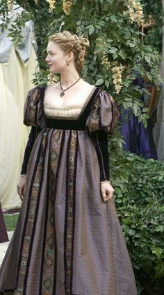 Holliday Grainger in the Borgias. Italian Renaissance Dress, Renaissance Dresses, Renaissance Fashion, Medieval Costume, Medieval Dress, Historical Costume, Historical Clothing, Fashion Tv, Fashion History