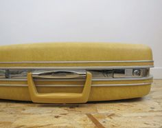 Vintage Samsonite Suitcase   Yellow Samsonite Silhouette Hardside Luggage 6714c49dbc084