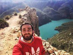 Aventureros que enseñan a disfrutar de la naturaleza y de las maravillas de #Cofrentes. #Selfie #Valencia #CruceroFluvial #Turismo…