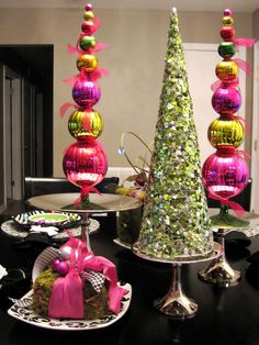 Gleaming pink and green decotation but i would do it with red and green to keep the christmas color theme