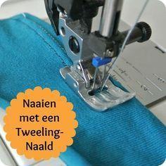Met een tweelingnaald naai je een prachtig, evenwijdig dubbel stiksel in één keer. Dit geeft je kledingstuk een mooi afgewerkte en profe... Sewing Basics, Sewing For Beginners, Sewing Hacks, Sewing Tutorials, Sewing Projects, Sewing Patterns, Sewing Tips, Serger Stitches, Serger Sewing