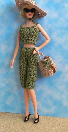 Crochet pattern (PDF) for Silkstone Barbie Basics Poppy Parker doll - beach outfit with top, capris, hat, bag Barbie Clothes Patterns, Crochet Barbie Clothes, Crochet Dolls, Clothing Patterns, Barbie Et Ken, Barbie Stil, Cute Crochet, Crochet Pattern, Crochet Barbie Patterns