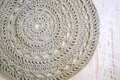 Round Doily Mandala Rug Crochet T-shirt Zpagetti Yarn in Light Grey