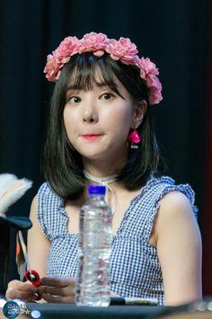 Eunha South Korean Girls, Korean Girl Groups, Sinb Gfriend, Jung Eun Bi, G Friend, K Idol, Girl Bands, Me As A Girlfriend, My Sunshine
