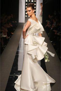 amazing wedding dress|如花朵般綻放的婚紗