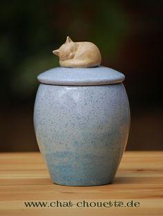 Ceramic Boxes, Ceramic Jars, Ceramic Pottery, Pottery Painting Designs, Pottery Designs, Cerámica Ideas, Pottery Animals, Ceramics Projects, Thrown Pottery