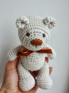 With this pattern by Tiny Amigurumi you will lear how to knit a Little Teddy Bear Crochet Pattern step by step. It is an easy tutorial about teddy to knit with crochet or tricot. Crochet Teddy Bear Pattern, Crochet Bear, Cute Crochet, Crochet Crafts, Crochet Projects, Crochet Animals, Diy Crafts, Crochet Patterns Amigurumi, Crochet Dolls