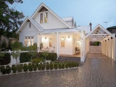 New house architecture facade exterior design 63 Ideas Style At Home, House Front, My House, Weatherboard House, Queenslander, Hamptons Style Homes, Facade House, House Facades, House Exteriors