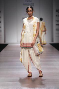 Glamorous Bridesmaid Idea For You :- Wanderlust Fashion India Fashion Week, Lakme Fashion Week, Pakistani Outfits, Indian Outfits, Western Outfits, African Fashion, Indian Fashion, Women's Fashion Dresses, Fashion Hats