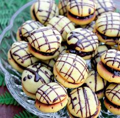 Romanian Desserts, Romanian Food, Cookie Recipes, Dessert Recipes, Butter Cookies Recipe, Fun Cooking, Chocolate Cupcakes, Sweet Desserts, Baked Goods