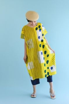 "New ""Rectangle"" Straight Line Dress, made of chizimi crepe cotton from Takamatsu, Japan. Funky Outfits, New Outfits, Casual Outfits, Fashion Outfits, Colorful Fashion, I Love Fashion, Fashion Art, Fashion Design, Textiles"
