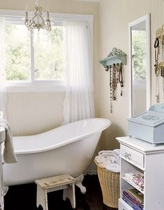 That bathtub is to die for