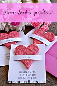 Hand Made Flower Seed Paper Plantable Heart Favor Tutorial by Serendipity Refine… 2020 – Gastgeschenke Hochzeit 2020 Mothers Day Crafts, Valentine Day Crafts, Crafts For Kids, Diy Couture Cadeau, Diy Cadeau Maitresse, Diy Cadeau Noel, Valentines Bricolage, Seed Bombs, Seed Paper
