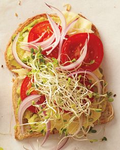 Cheddar and Avocado Sandwich __ Mash avocado with oil and juice of lemon wedge. Spread mashed avocado on one slice of bread. Top with cheddar, tomatoes, red onion, and sprouts. Top with the second slice. Vegetarian Sandwich Recipes, Veggie Sandwich, Vegan Recipes, Tomato Sandwich, Sandwich Ideas, Healthy Sandwiches, Vegetarian Food, Lunch Recipes, Clean Eating